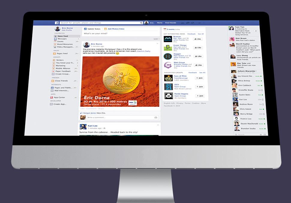 Ordinateur montrant une page facebook avec une médaille numérique mise en ligne